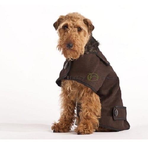 Casual wool designer dog coat in brown to keep your dog warm and comfy in the winter. Shower proof and machine washable